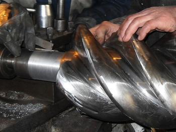 英格索兰螺杆机大修